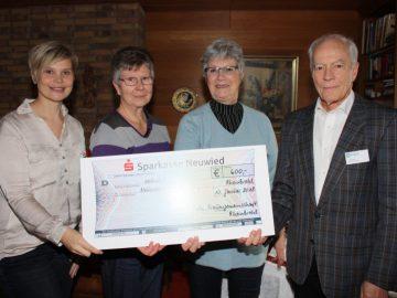 Katholische Frauengemeinschaft überreicht 600 Euro an Hospizverein